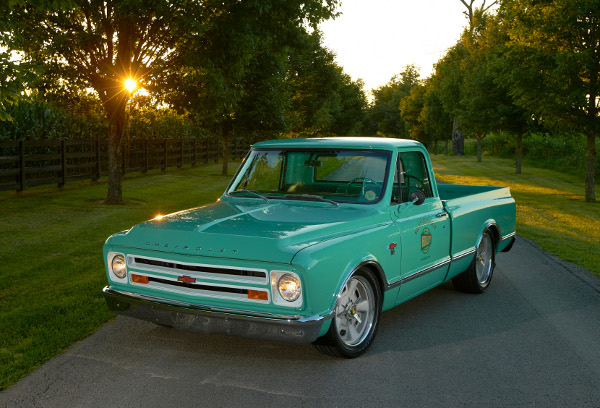 Holley 1967 pickup with an LS3 installed using Holley products